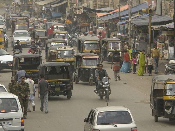main_1024px-Road_traffic_in_Gwalior